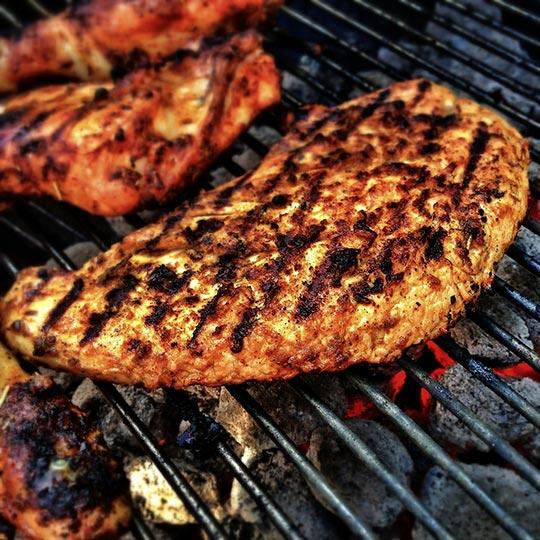 焼いた肉に付着しているヘテロサイクリックアミンはがんを起こす可能性があります。
